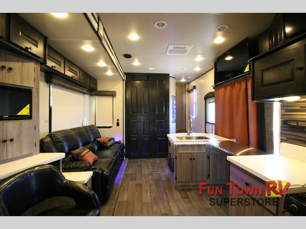 Fun town rv your source for toy haulers in texas funtownrv blog
