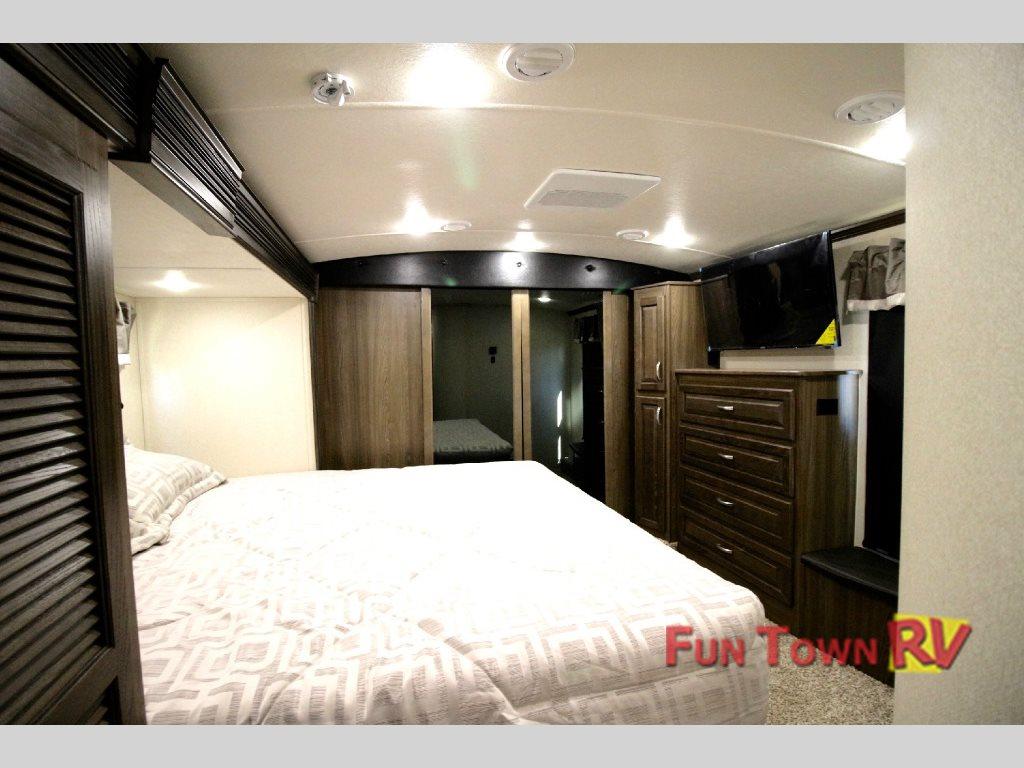 Evergreen Tesla Fifth Wheel Toy Hauler Master Bedroom