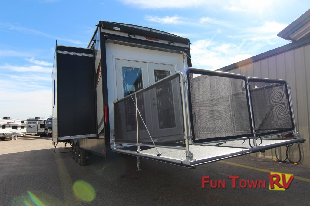 Xlr Thunderbolt Fifth Wheel Toy Hauler Taking Luxury To The Next
