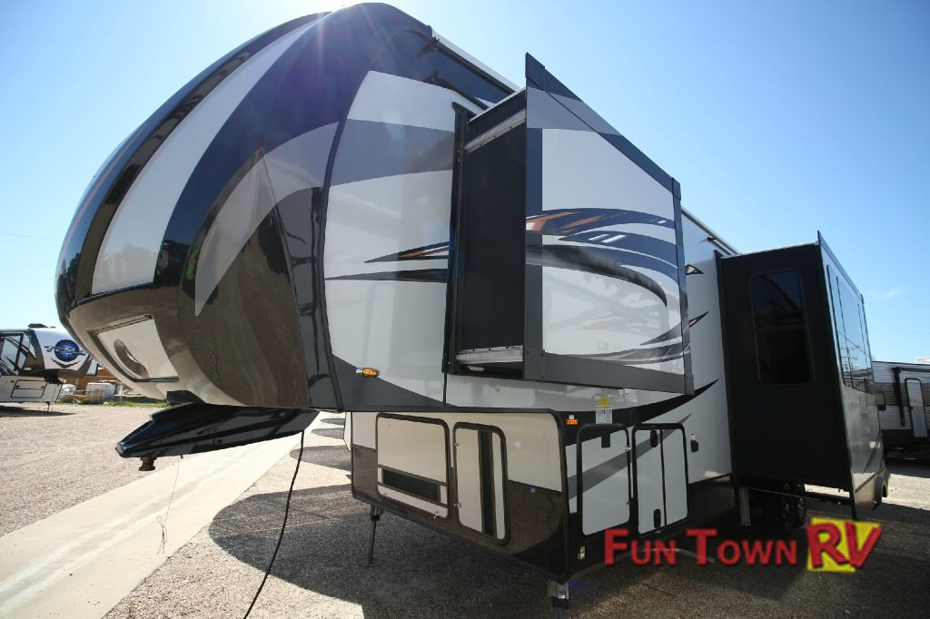 XLR Thunderbolt Fifth Wheel Toy Hauler