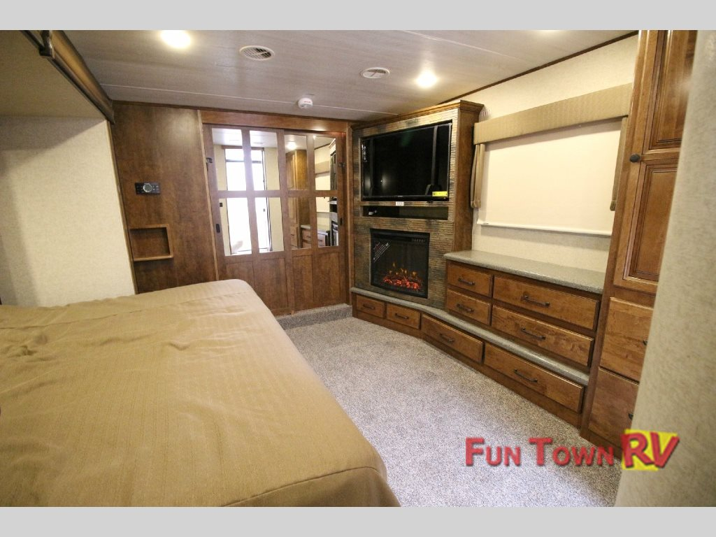 South Fork Lawton Fifth Wheel Master