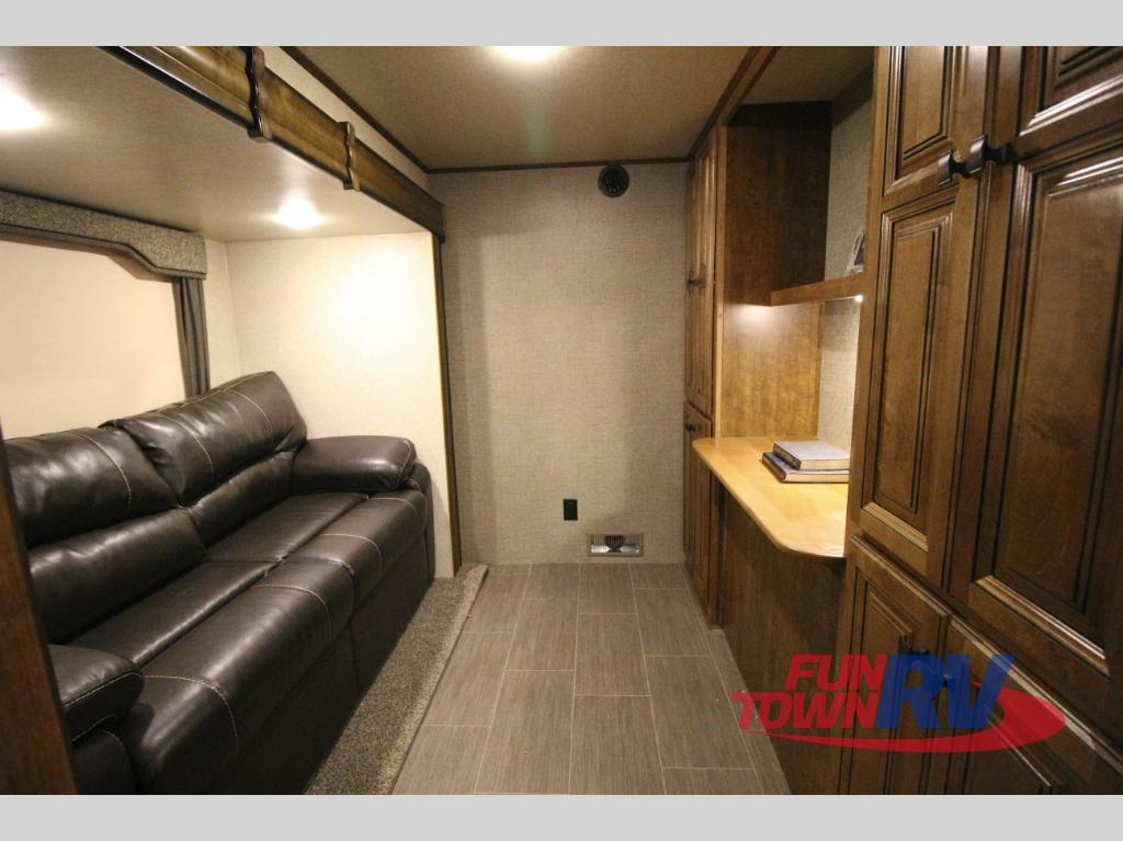 Heartland Big Country Fifth Wheel Middle Den