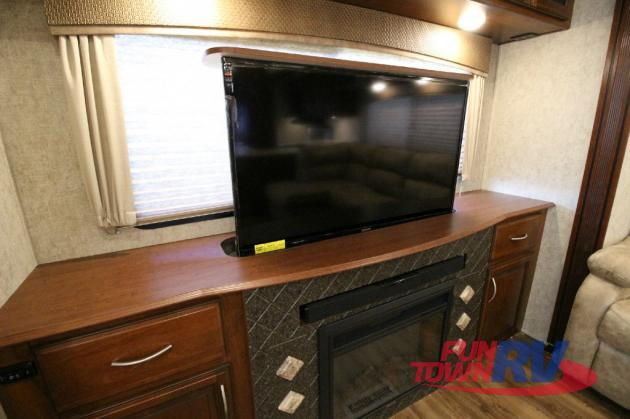 Forest River Black Diamond Fifth Wheel TV