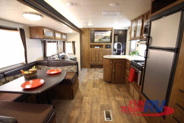 Wildwood 28DBUD Travel Trailer: Ideal Family Floorplan